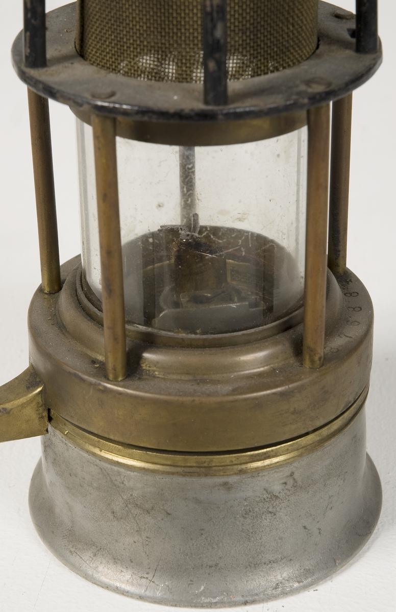 Cylindrisk lanterna med svag konform.
