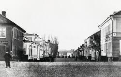 Storgatan från Stortorget, Växjö ca 1880, mot väster. Till v
