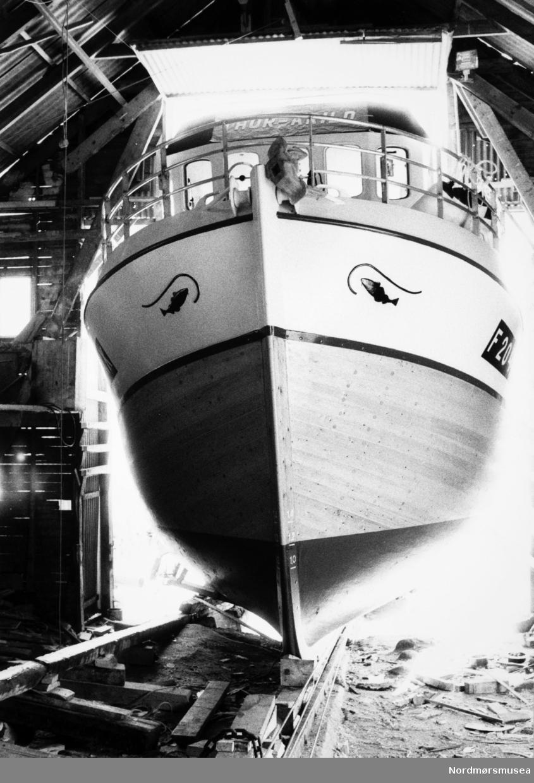 Thor-Arild, krysser bygd på Bremsnes båtbyggeri, Averøy. Bildet er fra avisa Tidens Krav sitt arkiv i tidsrommet 1970-1994. Nå i Nordmøre museums fotosamling.