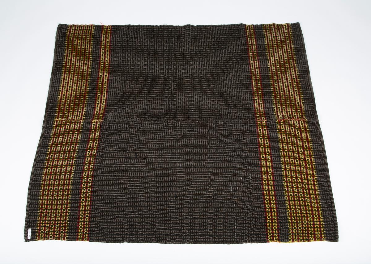 Mønstret. Hestedekken. Tektangulært. Ull. Håndvevet. Sort og gråbrun bunn, stripete felt med røde og gule striper. 2 vevbredde sydd sammen.