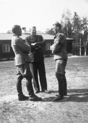 "Vidkun Quisling ( i midten)  i hirduniform, major og ""minist"