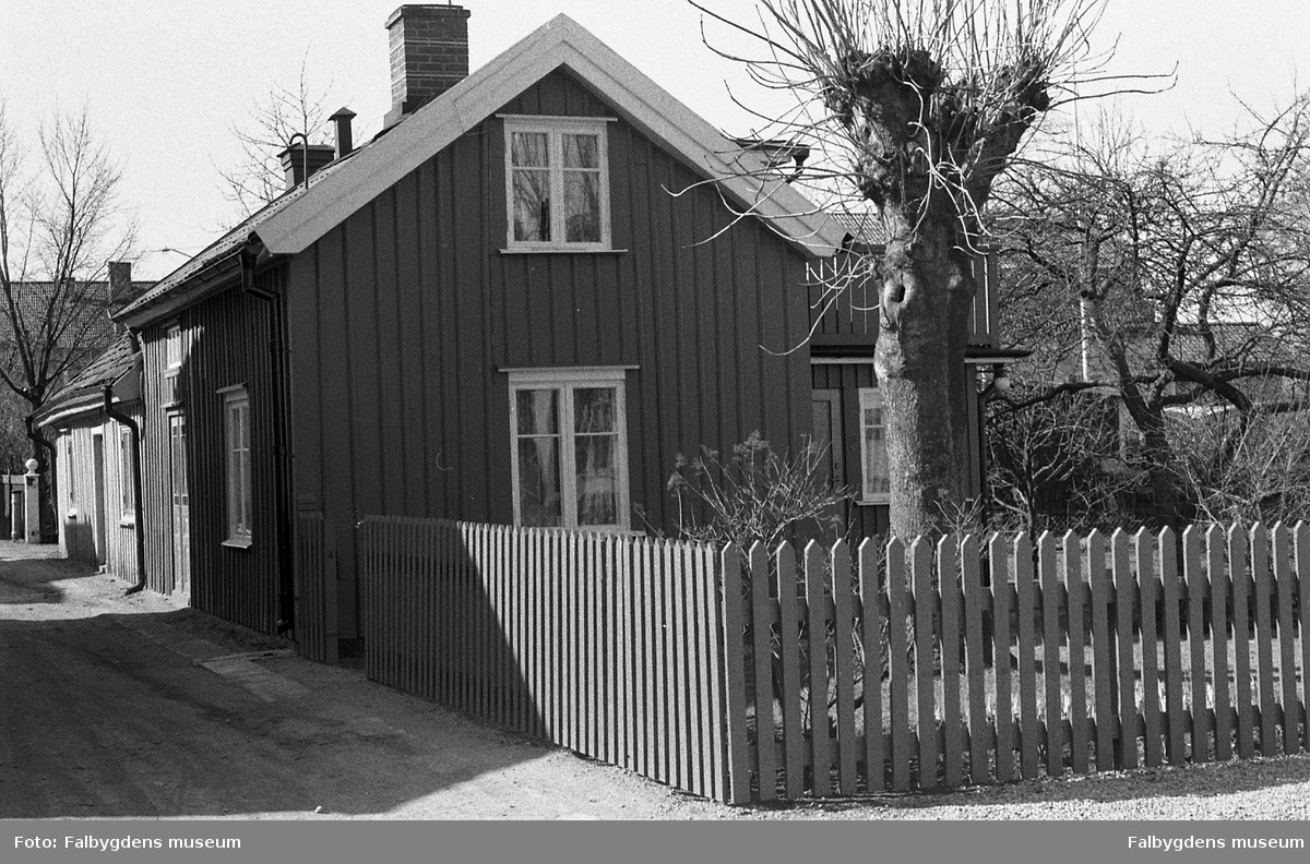 Byggnadsinventering 1972. Plåtslagaren 2. Bostadshus från NO.
