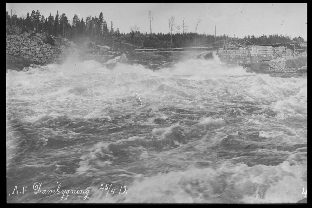 Arendal Fossekompani i begynnelsen av 1900-tallet CD merket 0469, Bilde: 40 Sted: Haugsjå Beskrivelse: Dambygging