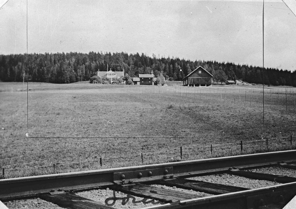 Sørum gård sett fra jernbanelinja