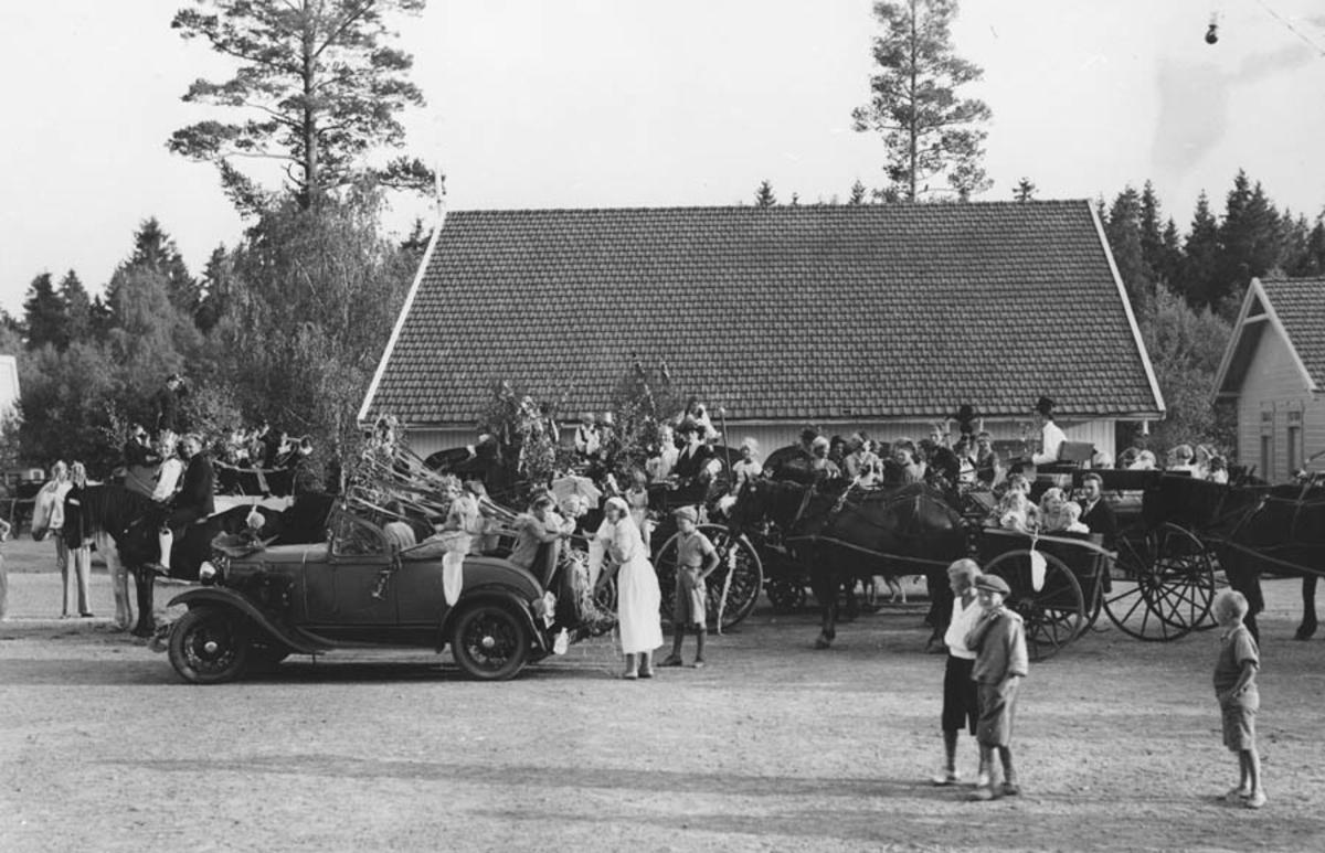 Ås sanitetsforenings opptog samles på Åsgård skole.