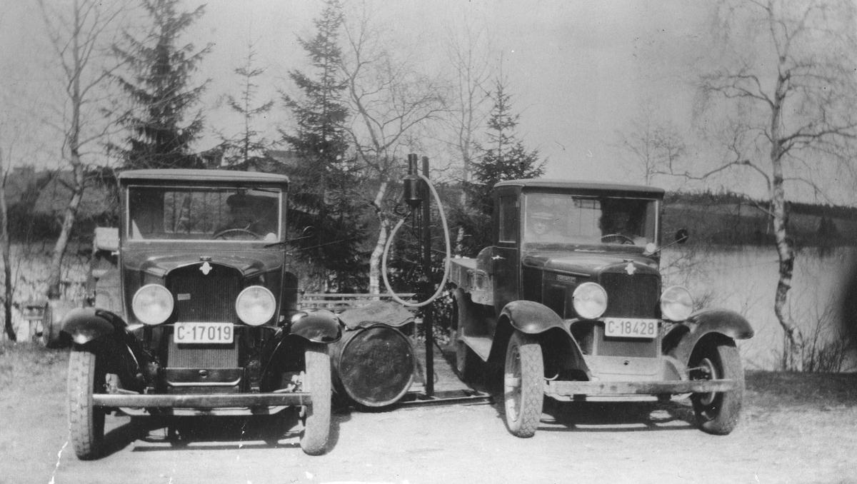 De første lastebilene som Kåre Jensen i Vormsund hadde
