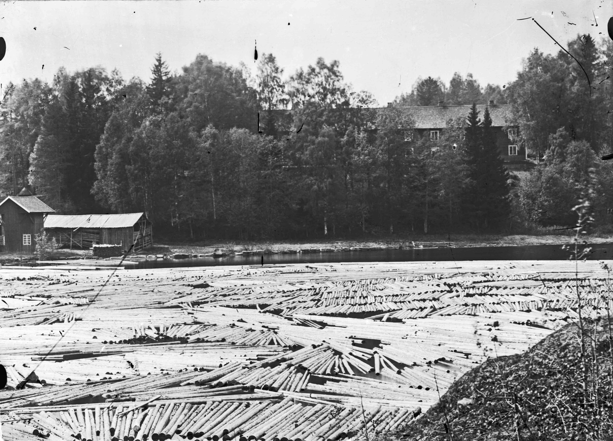 Bergersumpen. Bygningen til venstre er del av sagbruket