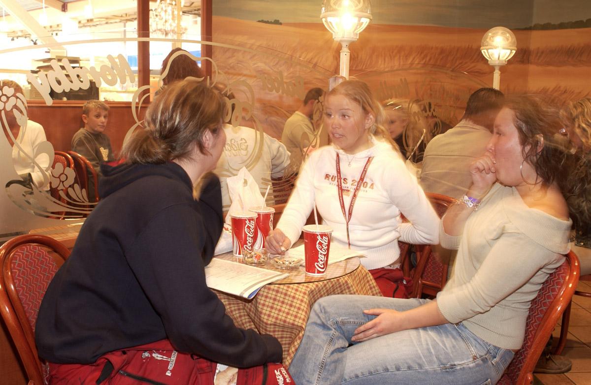 Kafegjester på røykerommet Baker Nordby i 2. etg. Ski Storsenter