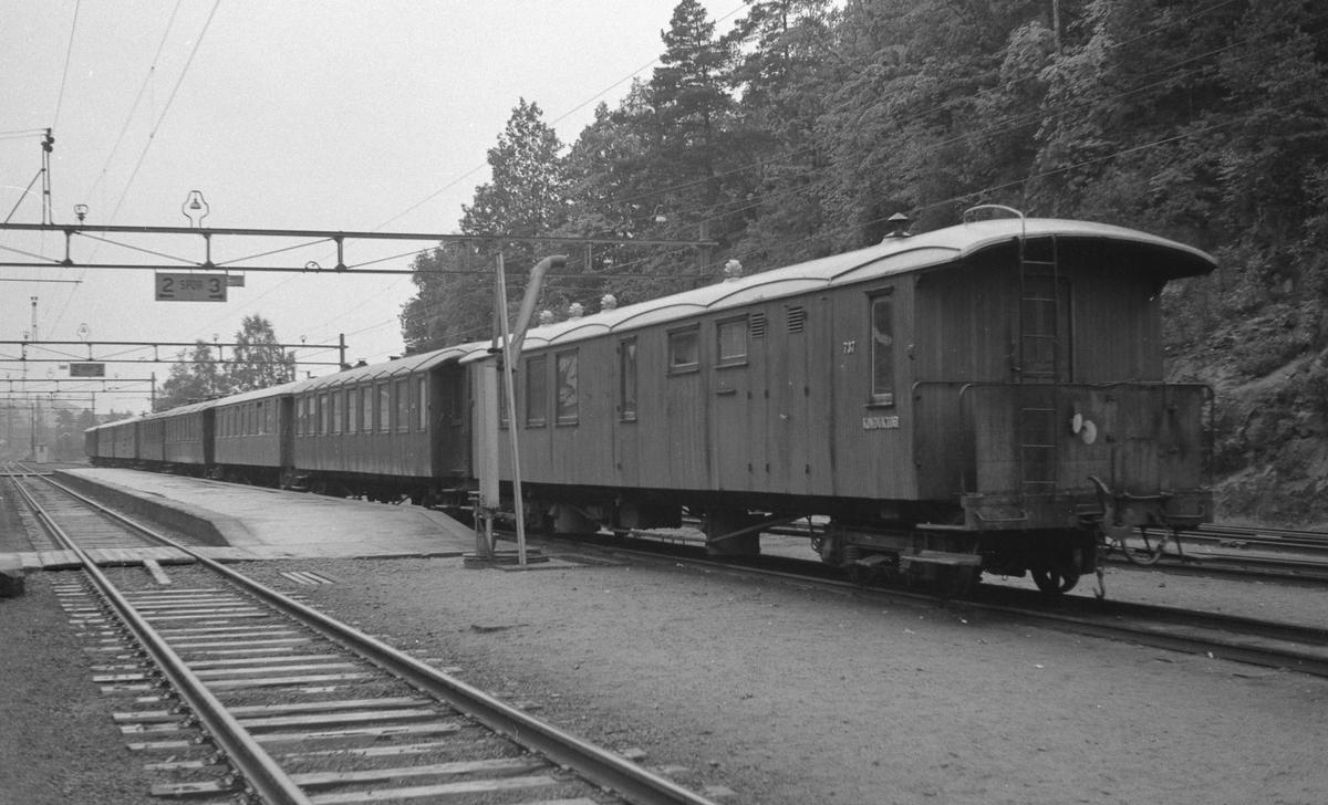 Grovane stasjon. Tog fra Setesdalsbanen i spor 3.