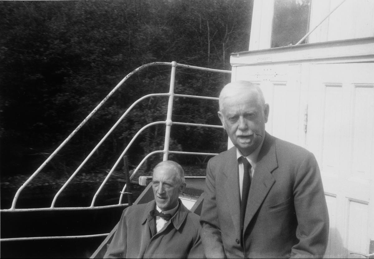 D/S Turistens direksjon ombord i D/S Turisten. Fra venstre: Kr. Løken, Eigil Prydz.