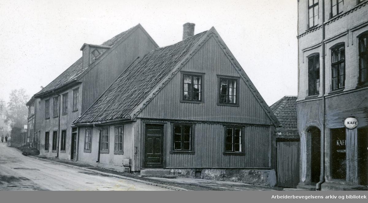Maridalsveien 129 med inngangen til Kafé Solglimt til høyre,.november 1939
