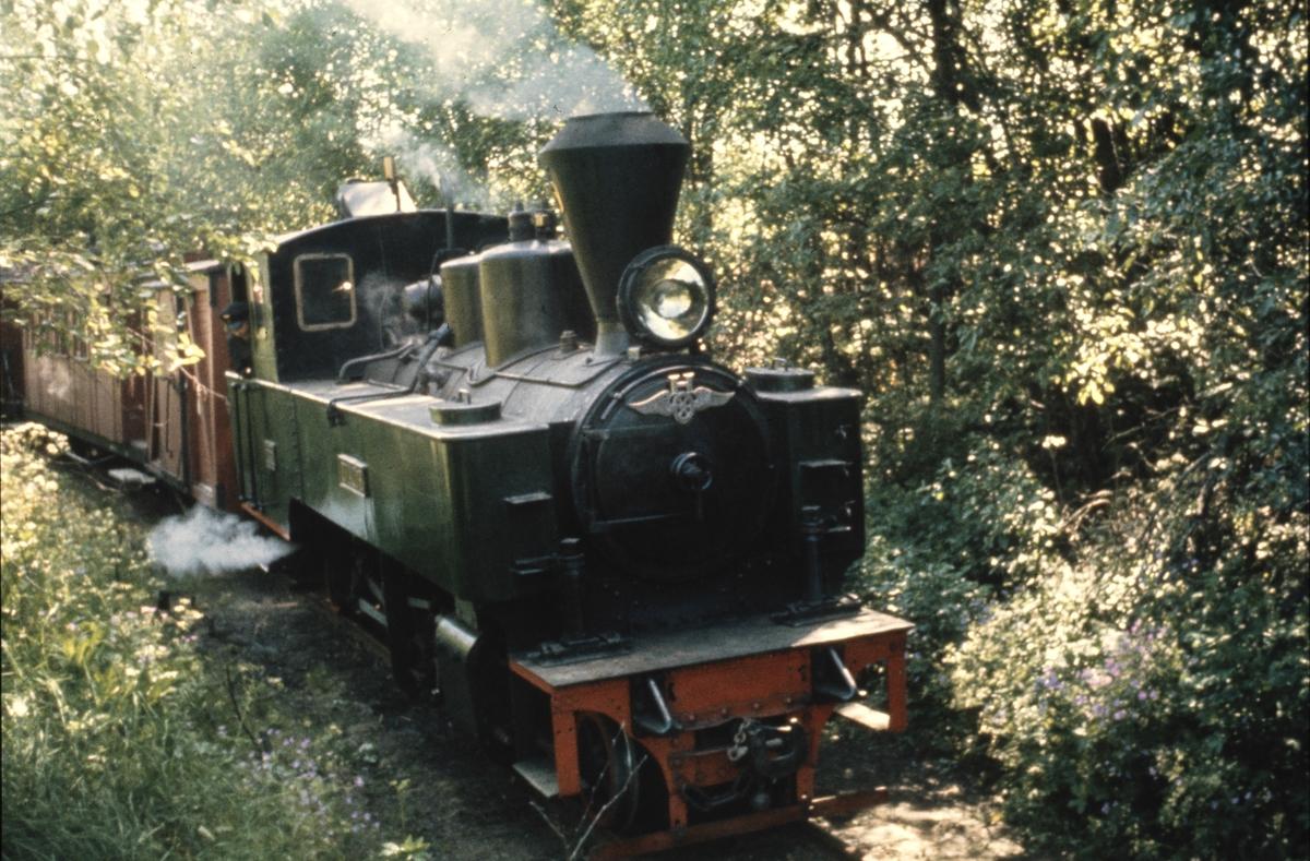 Lok 6 Høland står klart til avgang fra museumsbanens opprinnelige utgangsstasjon.