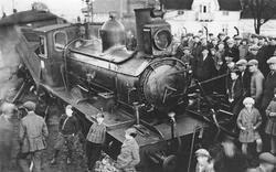 Avsporet damplokomotiv type 11b nr. 76 ved Mjøndalen