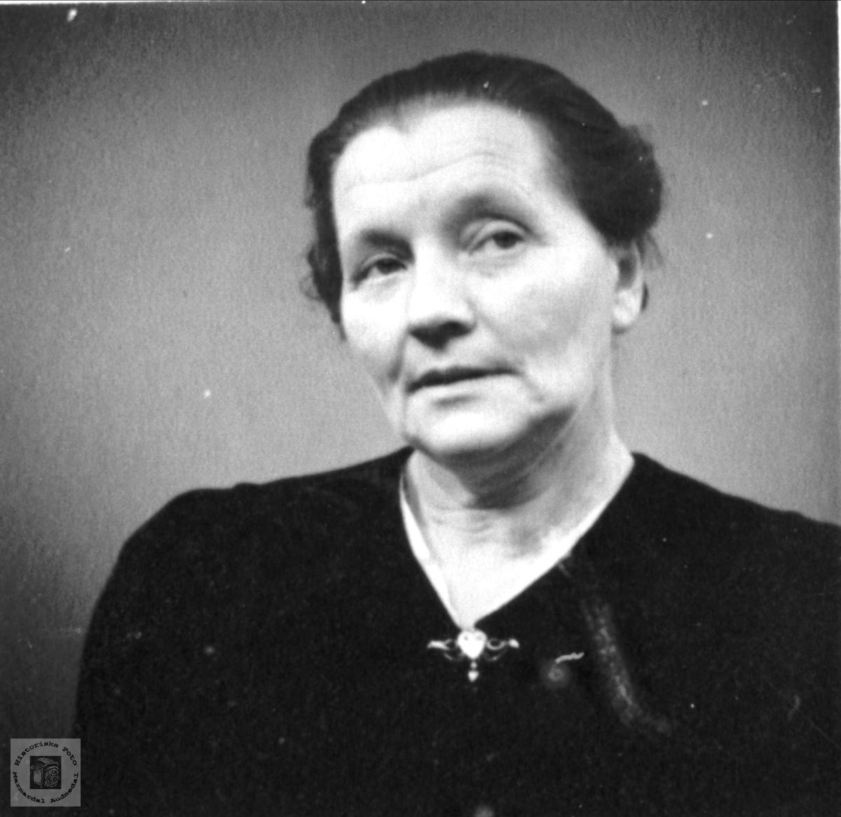 Portrett av Oline Ågedal, Bjelland.