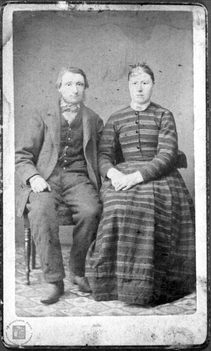 Portrett av ekteparet Ole Syvertson og Gunvor Ånensdtr. Ågset i Laudal.