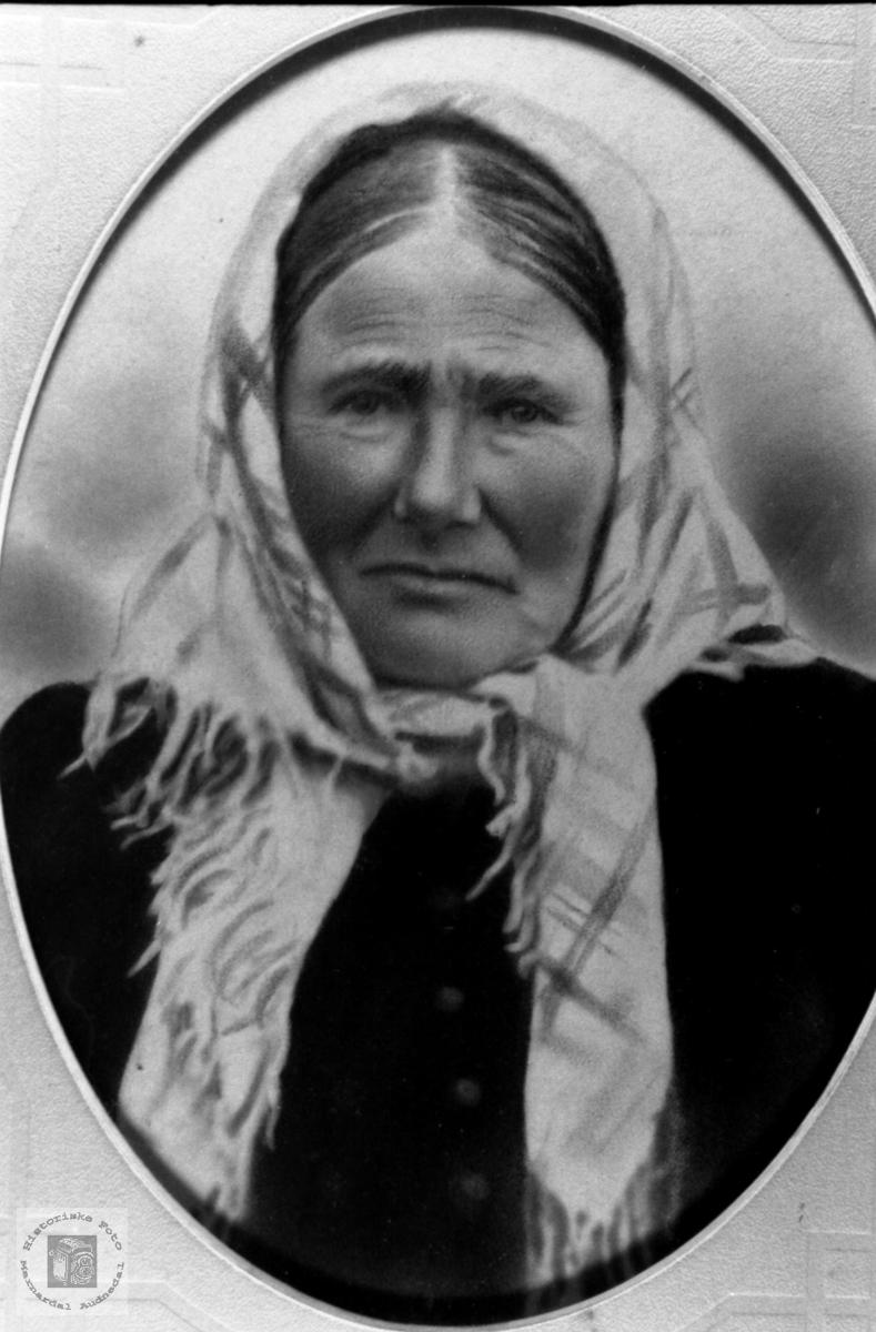 Portrett av Ingeborg  Stokkeland. f. Tjomsland, Laudal.