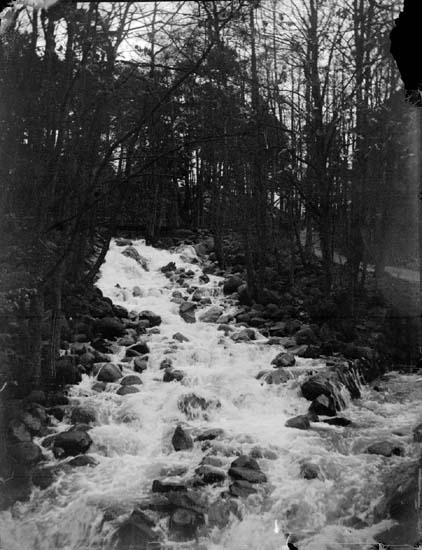 Silverbäcken forsar mot Olidehålan och vidare till Göta älv, Trollhättan