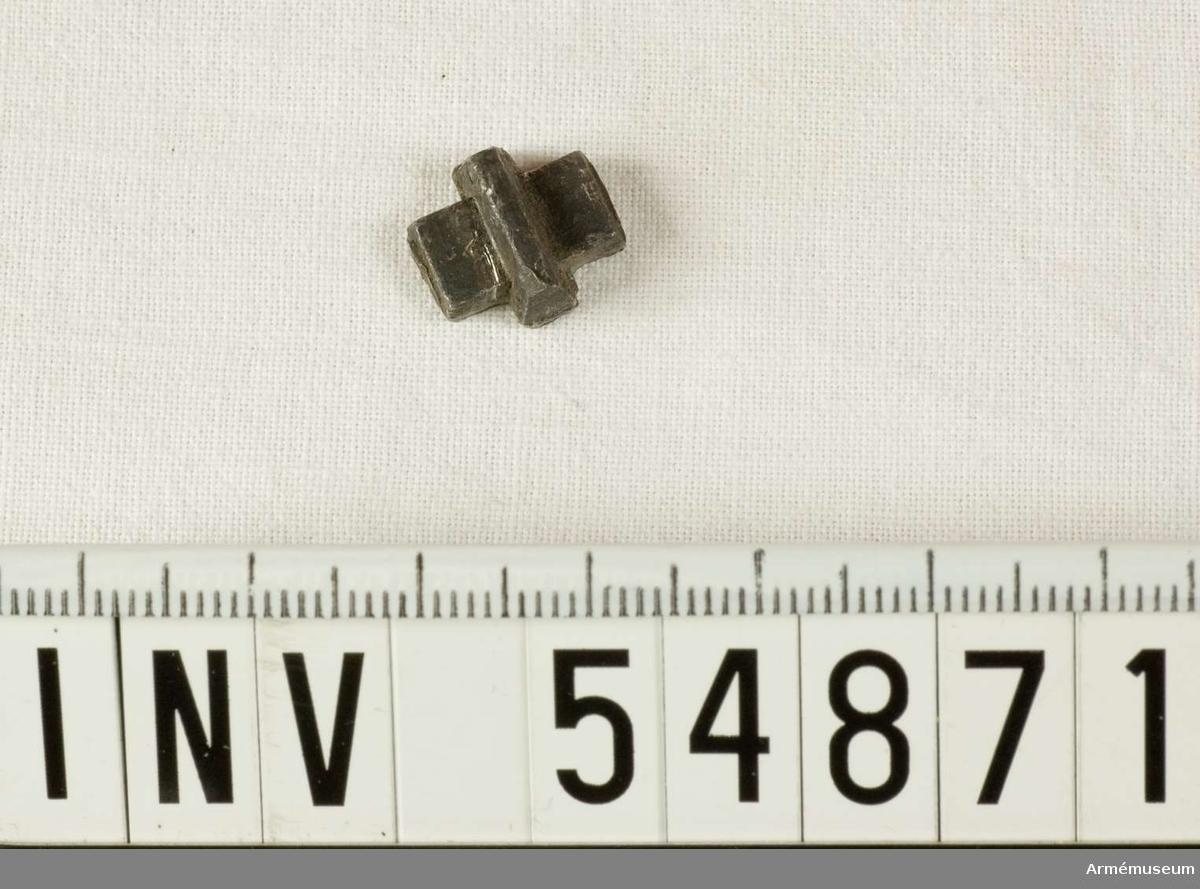 Grupp E VIII.  Del till pipa. Nr 2 (av 5) i tillverkningsordningen. Gevärsdel till 1867 års gevär m/1867, en av c:a 400 delar.
