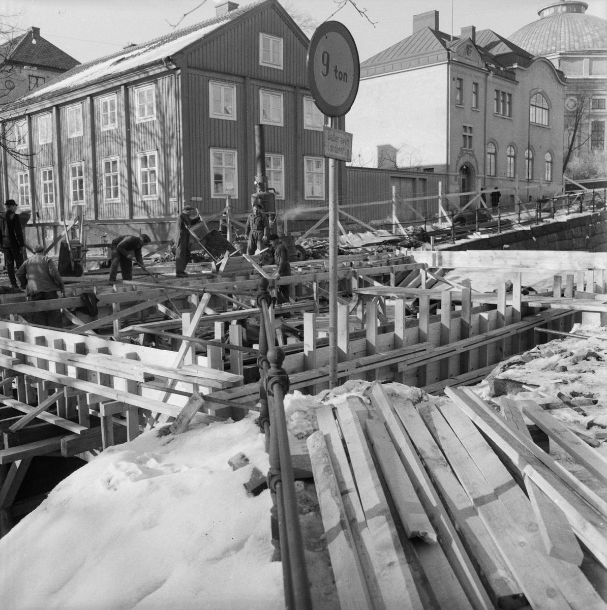 Övrigt: Fotodatum:1/3 1963. Byggnader och Kranar. BD. Bro över jog-tunnel Prinsgatan