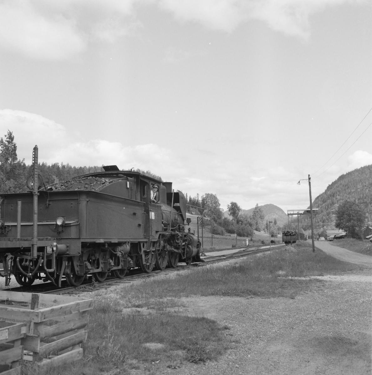 Skifting med godstog 5397 på Norefjord stasjon.
