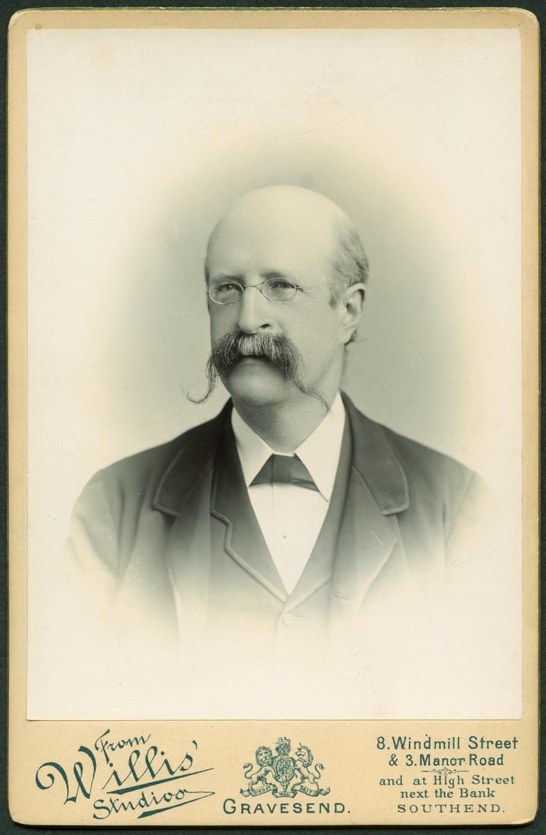 Carl Daniel Ekman var svensk civilingenjör och uppfinnare. Han uppfann sulfitprocessen, ett effektivt och billigt sätt att tillverka papper ur trämassa. Tack vare hans insatser kunde papper börja tillverkas i stor skala.
