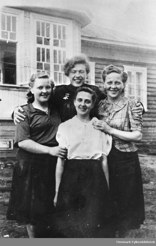 Murmansk 1942.  Fra venstre: Borgny Schanche, Nina Krymova, Dagny Siblund, Oddny Johnsen.  Disse hadde ansvaret for kontakten med de norske partisangruppne under krigen.
