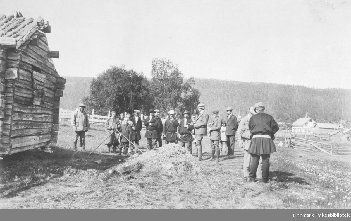 Åstedssak i Karasjok, juli 1917. Muligens har dette sammenheng med arrestasjonen av Baron Von Rosen, Emil Jokela og en finne til .  i januar 1917. Ref. FBib.01010-141 og FBib.01010-142.