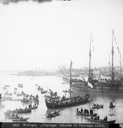"""Gokstadskipkopien """"Viking"""" ved avreisen fra Honnørbrygga i K"""