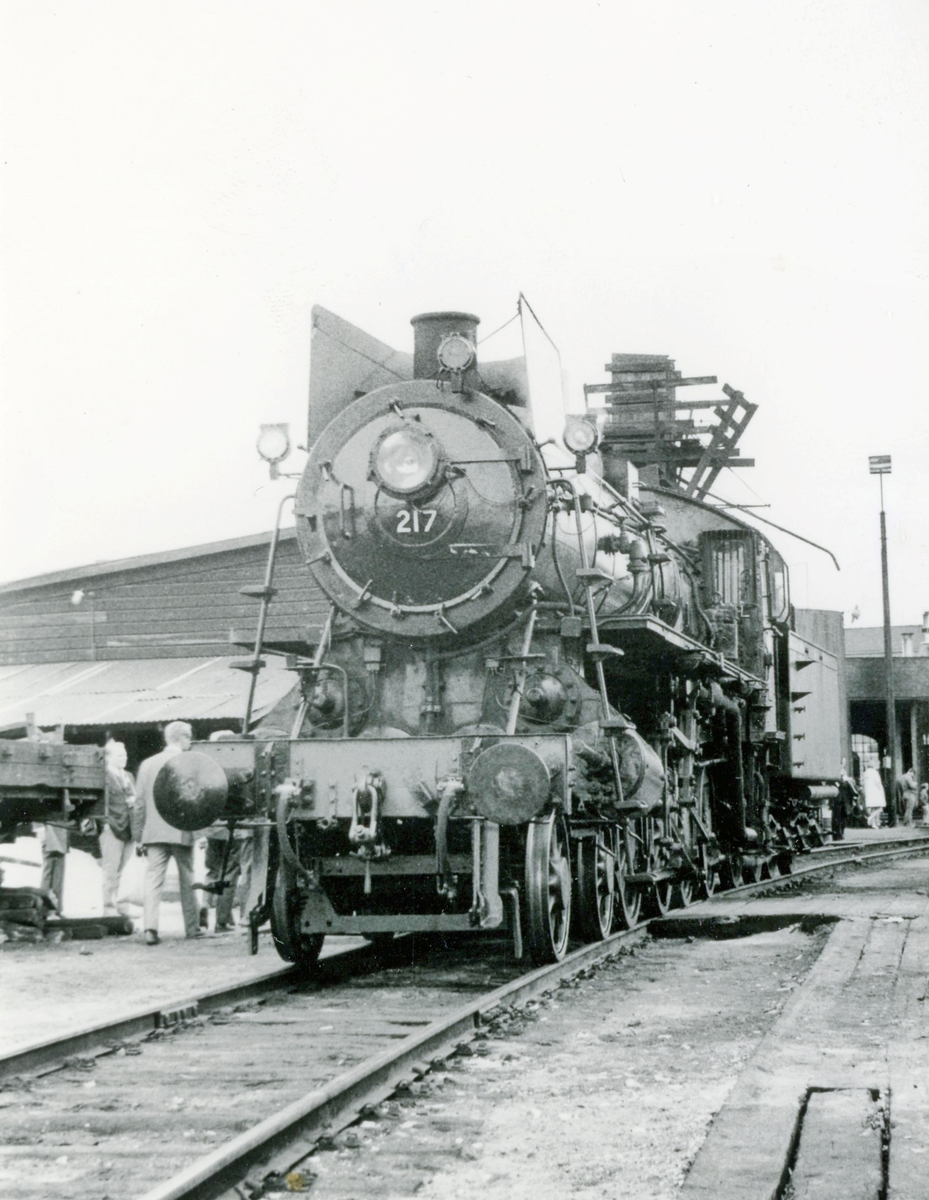 Damplokomotiv type 26a 217 ved lokomotivstallen på Hamar.