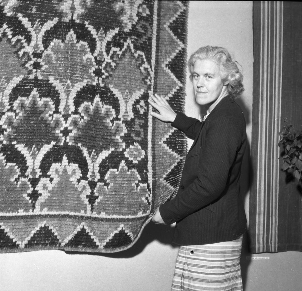 Märta Brodén, Hemslöjden. Gävleutställningen 1946 vid Travbanan och Folkparken med anledning av Gävle stads 500-årsjubileum.