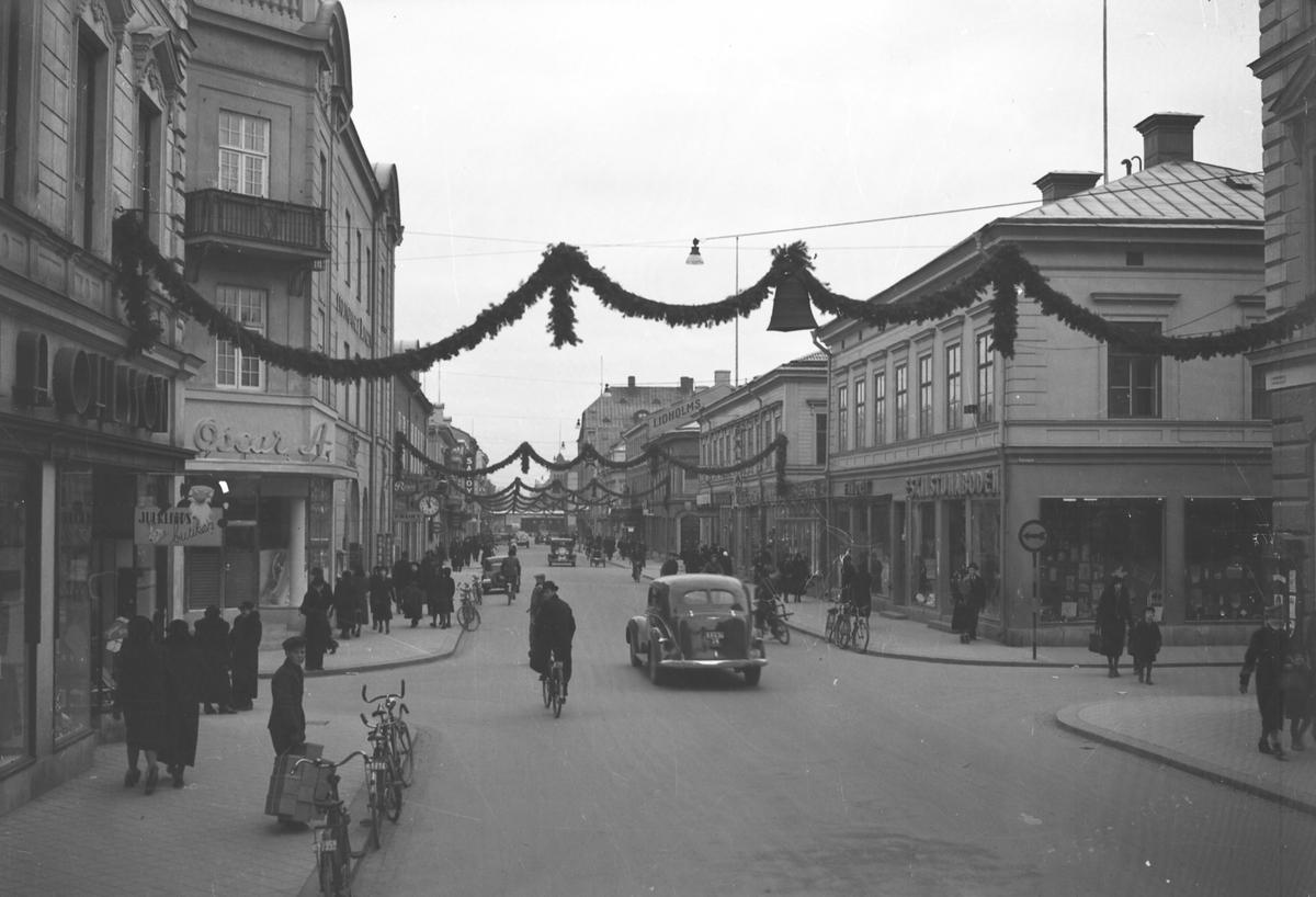 Norra Köpmangatan i Gävle. Det är Drottninggatan österut och och tvärgatan är Norra Köpmangatan.