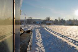 Lokomotivførerens utsikt på vei inn til Fossum stasjon på mu