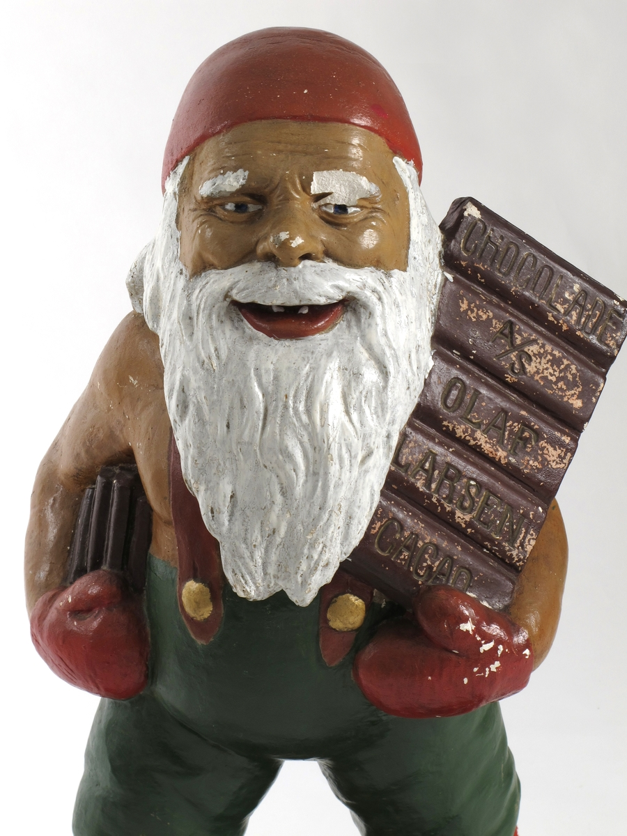 Julenisse med sjokoladeplate på venstre arm.