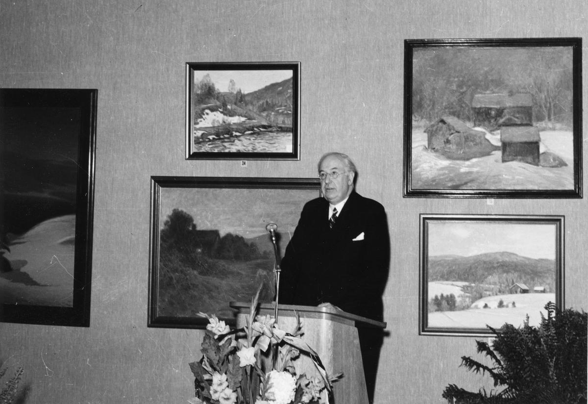 Riksantikvarie Sigurd Curman höll högtidstalet vid invigningen av Gävle Museum den 29 september 1940, som samtidigt blev ett invigningstal, eftersom landshövdning Sven Lübeck var förhindrad att deltaga.