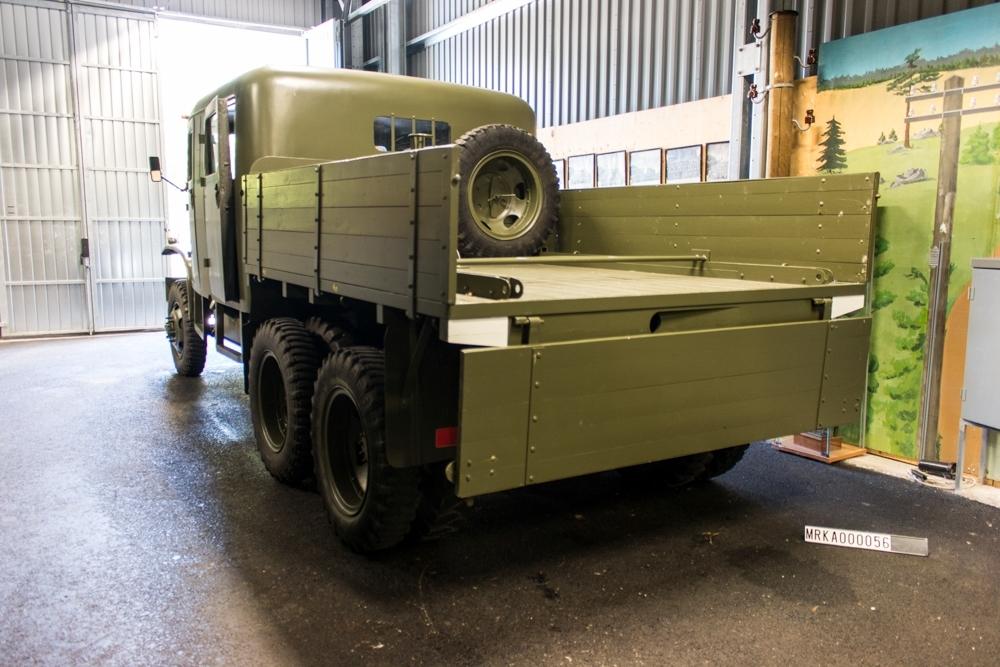Allmänt: Fabrikat: GMC 2 1/2 ton, 6x6 Cargo Data: Motor: General Motor Corp, CCKW Antal cyl: 6 st Effekt: 92 hk vid 2750 varv/min  Bränsle:Bensin Tankvolym:              150 liter Förbrukning:            3,5 liter/mil Bromsar: Vakuum/hydraliska. tryckluftsystem Knorr för indirekt bromsning. Kraftöverföring:  Drivaxlar: 3 st Växlar framåt: 5 st Växlar bakåt: 1 st Fördelningsväxel: Ja Terrängväxel: Ja
