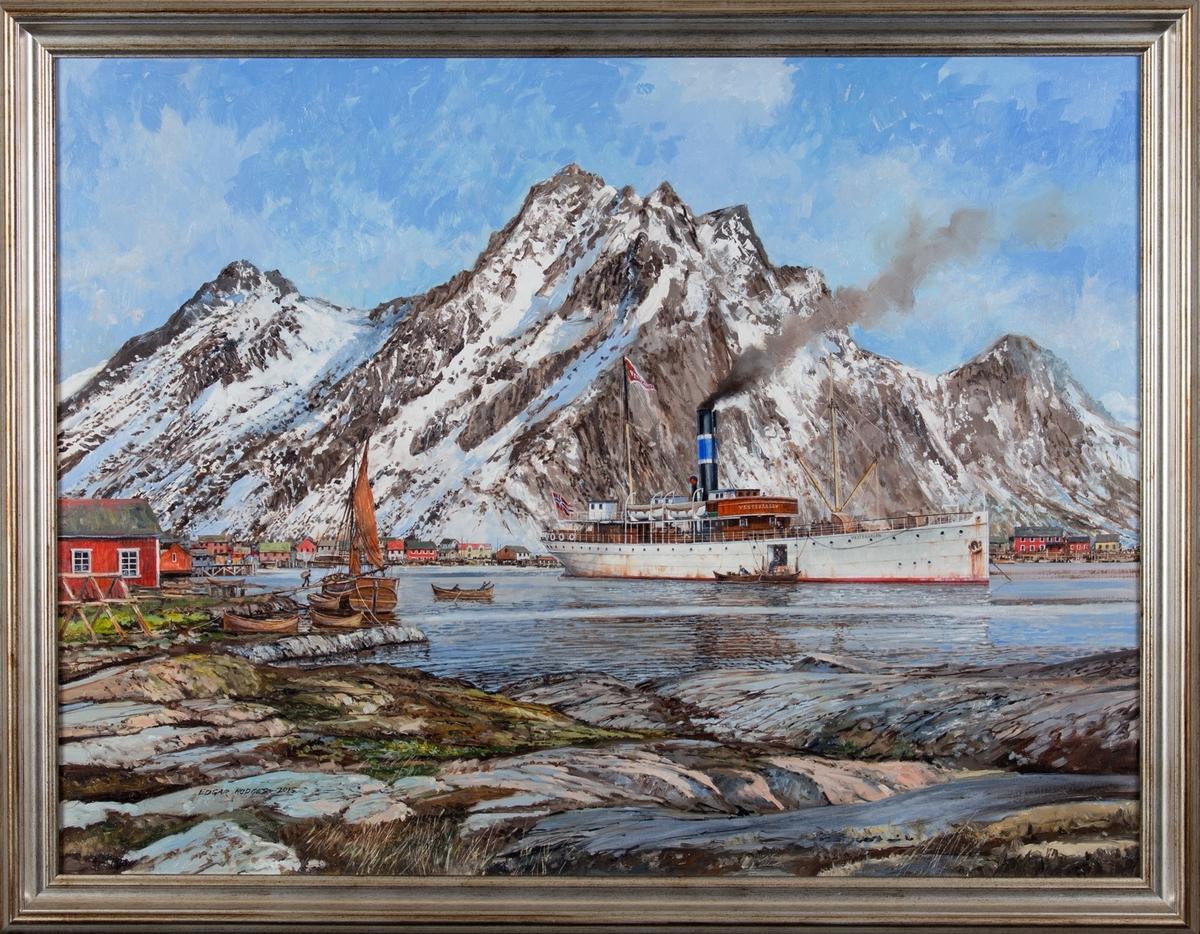 Skipsportrett av dampskipet VESTERAALEN laster/losser i Lofoten.