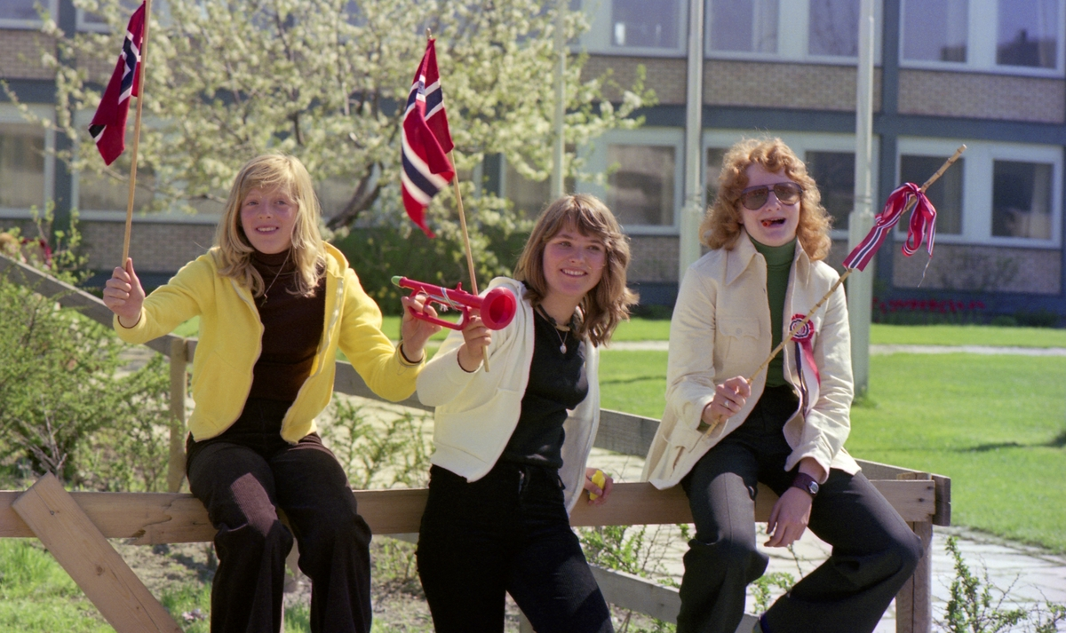 17.mai 1975 i Strømmen. Olaussenhjørnet i bakgrunnen.