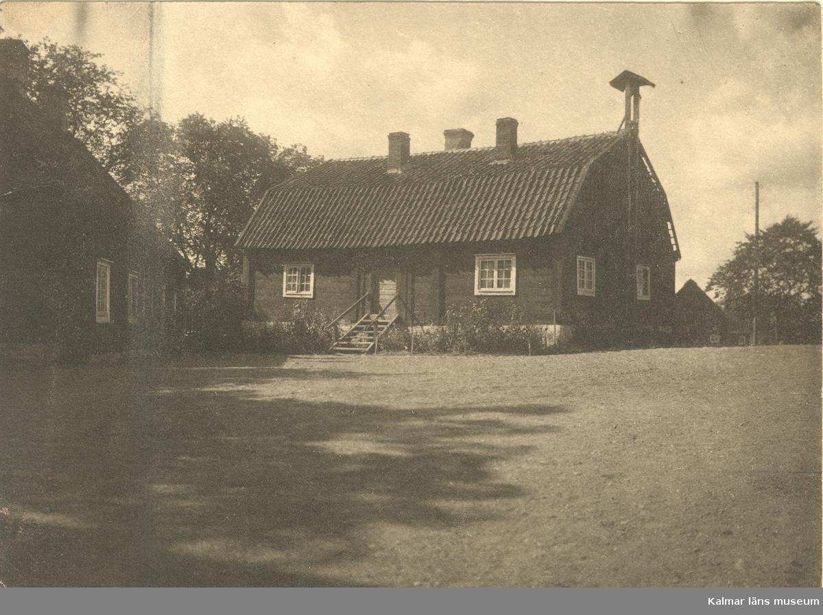 Klockhuset vid Skälby gård.
