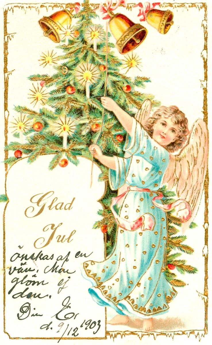 """Julkort skickat till Kristina Andersson, född 1865, i Böda, syster till N J Andersson, när hon bodde i USA. Det är skrivet av Edvard Nilsson i Böda, På kortet står tryckt: """"Glad Jul"""". """"Önskas af en vän, men glöm ej den. Din E, d 9/12 1903."""""""