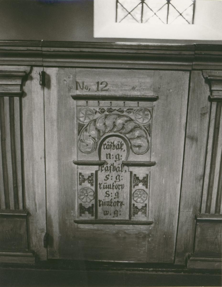 Bänkgavel i Mortorps kyrka.