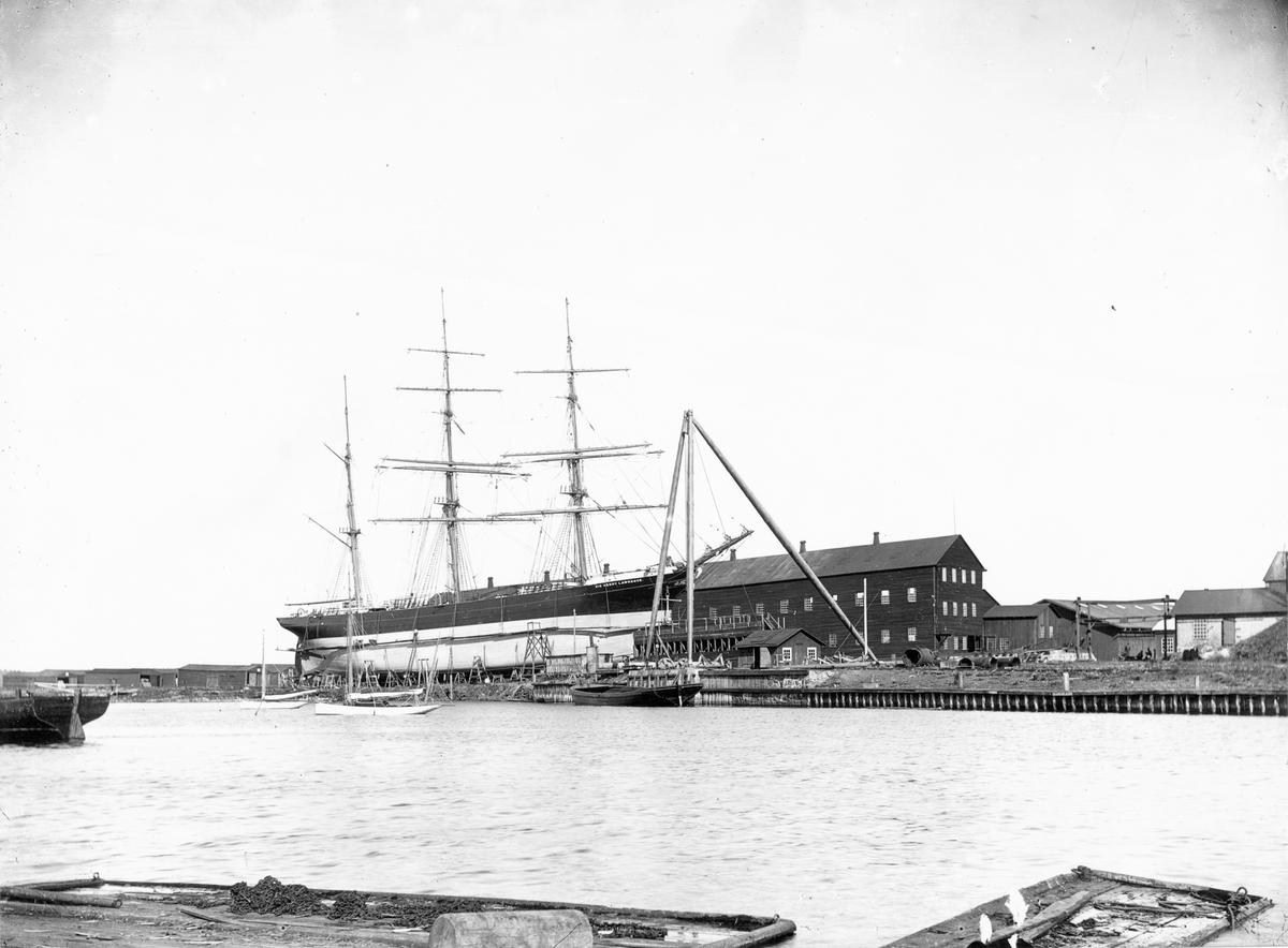 "Barkskeppet ""Sir Henry Lawrence"" uppdragen på slip på Gävle Varv."