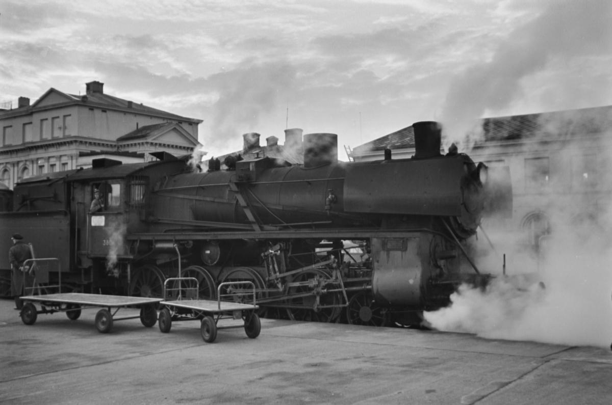 Damplokomotiv type 26c nr. 380 på Trondheim stasjon.