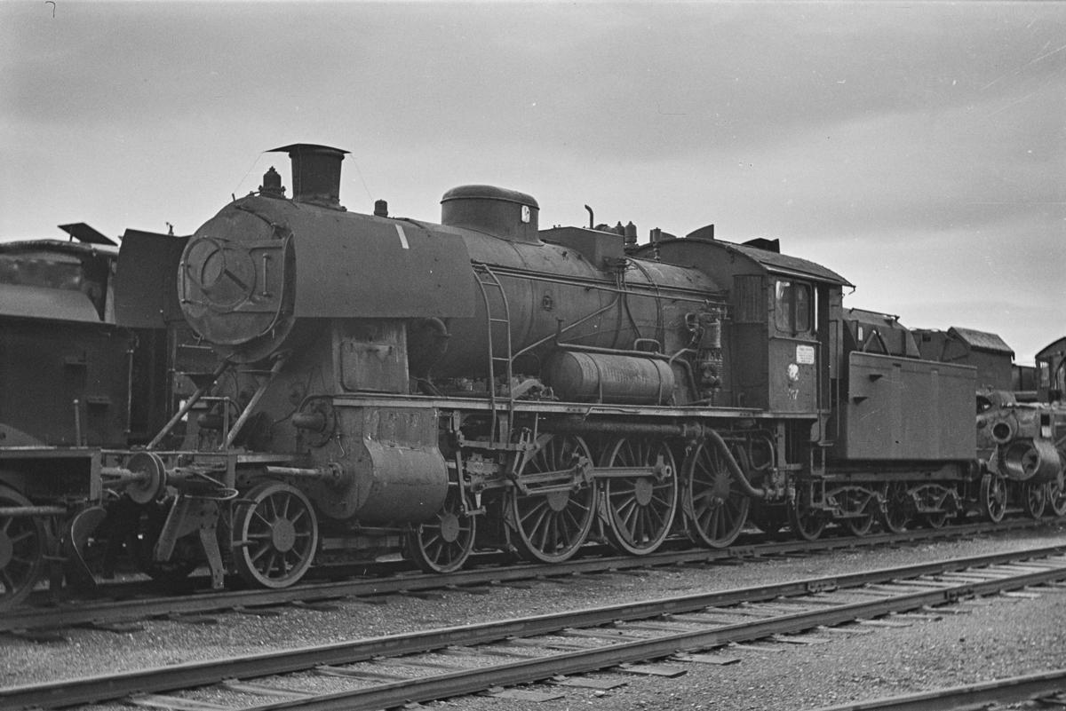 Damplokomotiv type 30c nr. 467 hensatt for opphugging på NSBs verksted på Marienborg