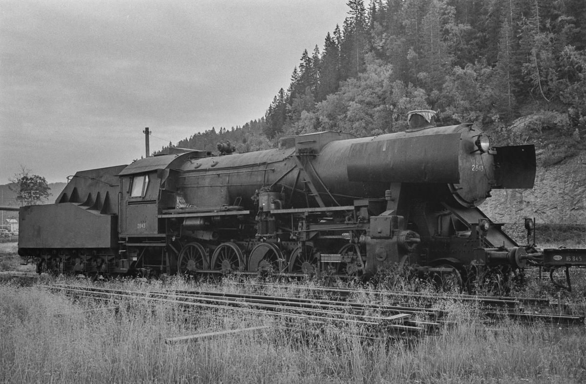 Hensatt damplokomotiv type 63a nr. 2843 på Hell stasjon.