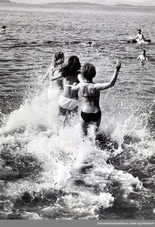 Badeliv i Oslofjorden, juni 1965.