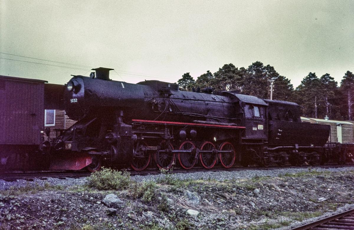 Hensatt damplokomotiv type 63a nr. 5032.