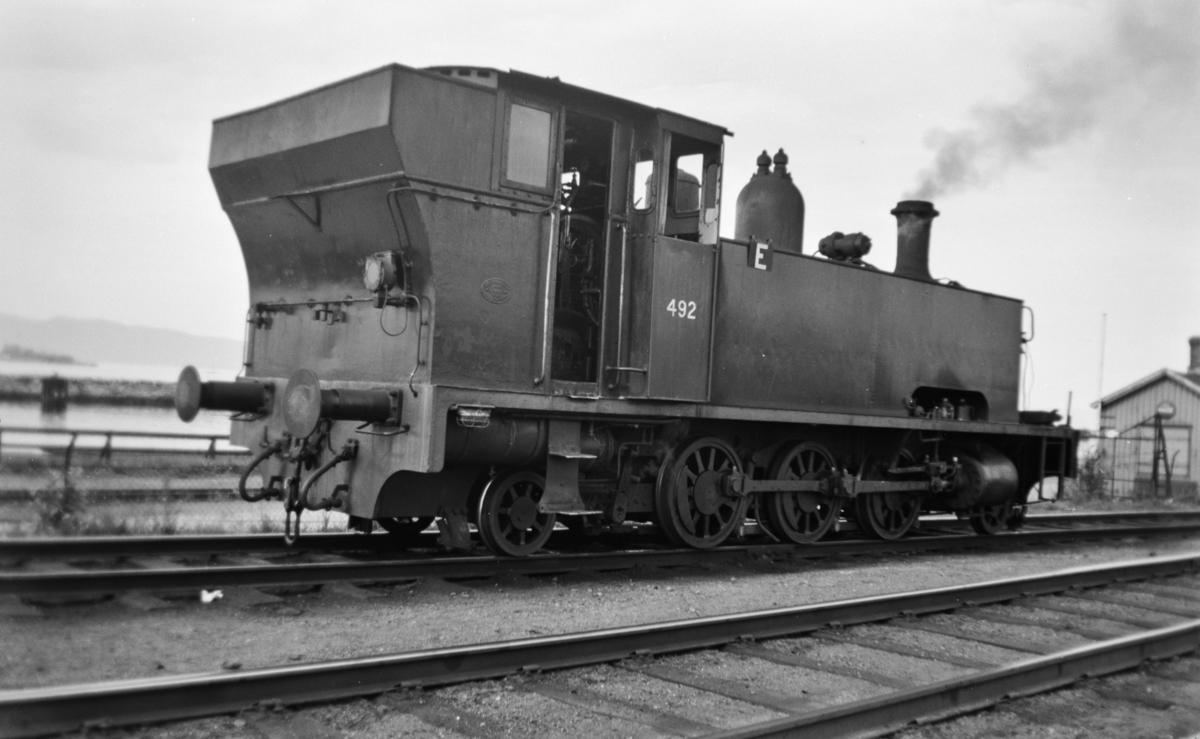 Damplokomotiv type 54a nr. 492 i skiftetjeneste på Trondheim stasjon.