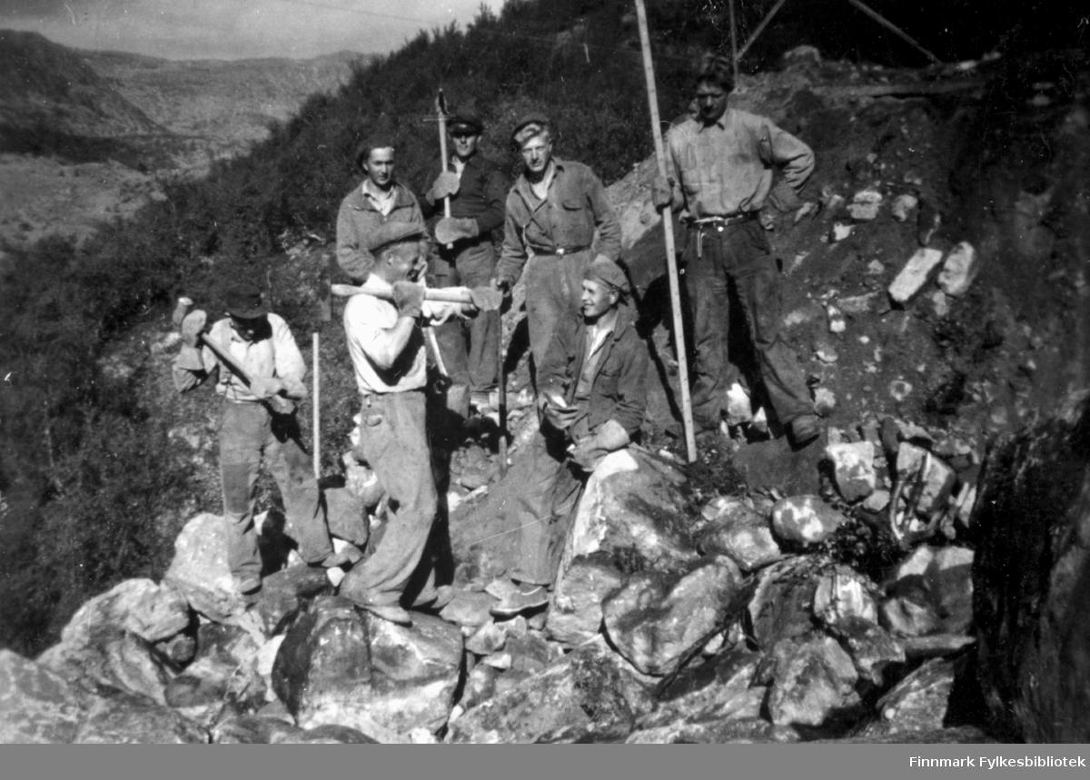 """""""Fra vegarbeidsdagene ved Hauksjøen, 1939"""". Familiealbum tilhørende familien Klemetsen. Utlånt av Trygve Klemetsen. Periode: 1930-1960."""