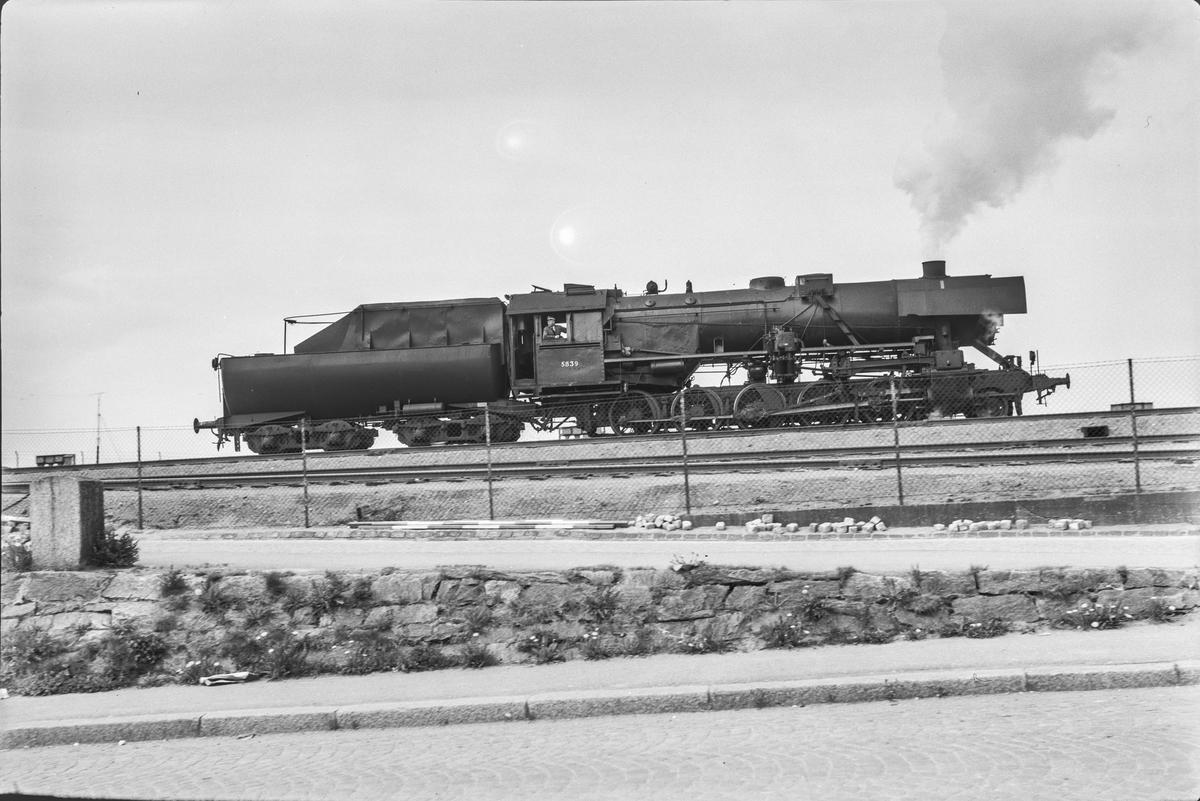Damplokomotiv type 63a nr. 5839 på Trondheim stasjon.