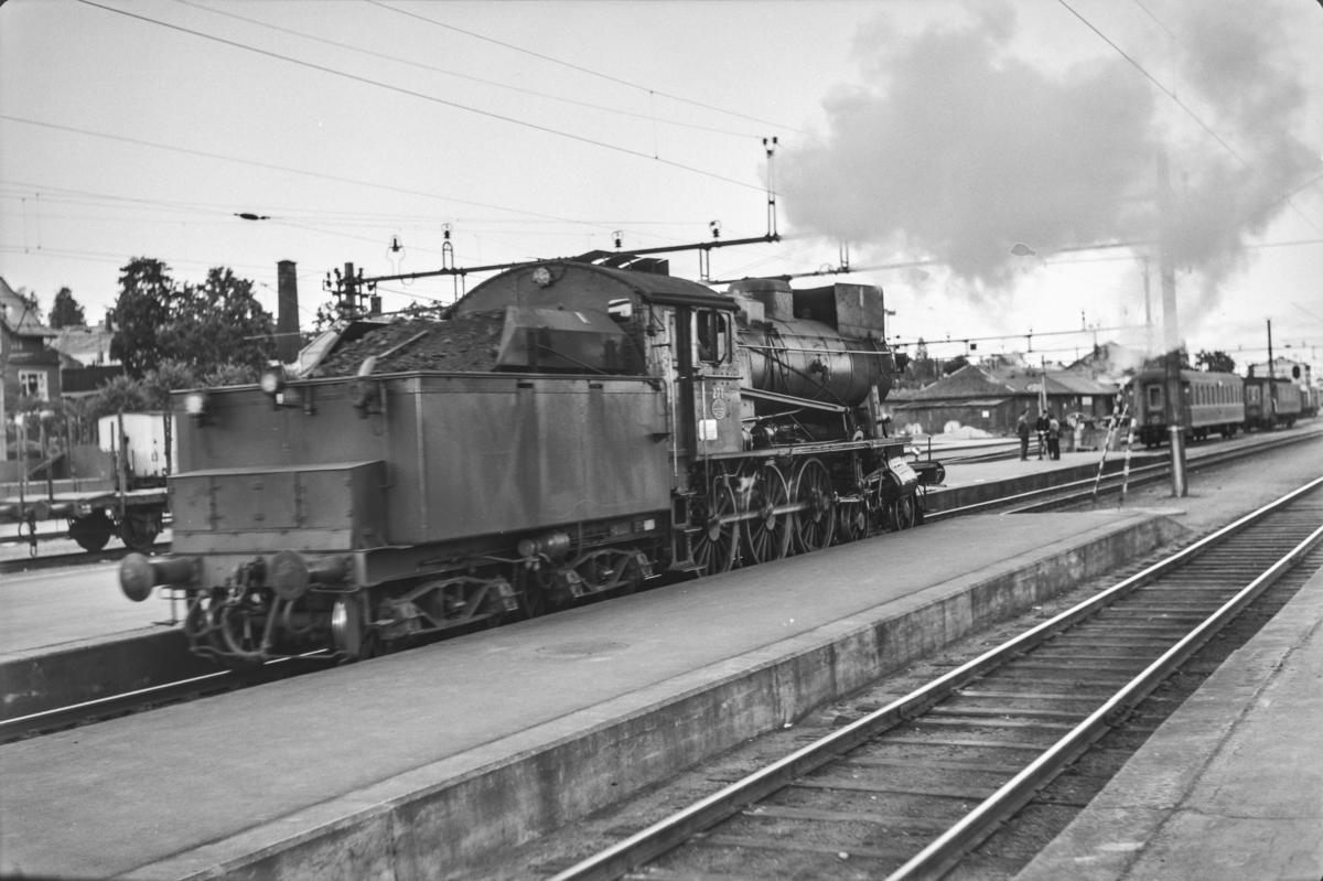 Damplokomotiv type 30a nr. 271 på Hamar stasjon.